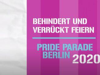 """Das Banner des Films. Darauf sehen wir verschiedene senkrechte Streifen in verschiedenen Lilatönen, weiß und hellblau, mit der Aufschrift """"""""Behindert und verrückt feiern"""" Pride Parade 2020""""."""